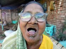 92 წლის ინდოელი ქალბატონის აზრით მისი ჯანმრთელობის მიზეზი დღეში 1 კილოგრამი ქვიშის მირთმევაა.