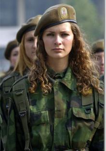 სექსუალური ქალი სამხედროები მსოფლიოს სხვადასხვა კუთხიდან