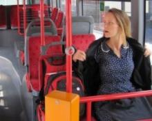 რა გააკეთეს მგზავრებმა მას შემდეგ, რაც ავტობუსში დაუბანელი გოგონა ავიდა?