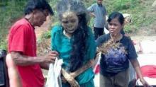 ეს საინტერესოა! - ინდონეზიაში ცხედრები სამარეში თავიანთი ფეხით მიდიან