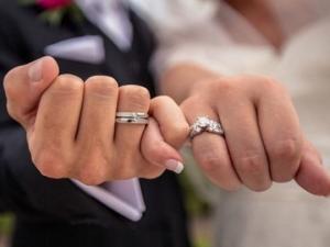 """შემთხვევით არ ვატარებთ უსახელო- """"არა"""" თითზე ქორწინების ბეჭედს. გასაოცარი სიბრძნე"""