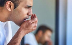რატომ ჩნდება პირის ღრუში უსიამოვნო სუნი და როგორ მოვიშოროთ იგი?