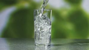 10 უტყუარი ნიშანი იმის შესახებ, რომ თქვენს ორგანიზმს წყალი აკლია
