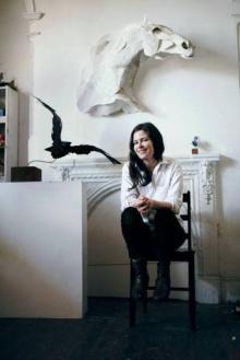 ანა ვილი ჰაიფილდი - ქაღალდის ქალღმერთი