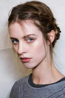როგორ გავიკეთოთ თმები მარტივი და ლამაზი ვარცხნილობა ქალბატონებმა