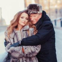 85 წლის ივან კრასკომ 25 წლის ცოლთან ნატალიასთან ერთად 26 გრადუსიან ყინვაში ფოტოსესია მოაწყო