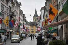 შვეიცარია ყოველთვიურად თავის მოქალაქეებს გადაუხდის 2250 ევროს,იმისდა მიუხედავად, მუშაობს თუ არა