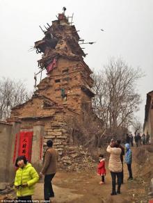გიჟმა კაცმა  ჩინეთში 7 -სართულიანი კოშკი ააშენა