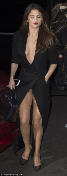 სელენა გომესი Louis Vuitton-ის შოუზე საცვლის გარეშე გამოჩნდა