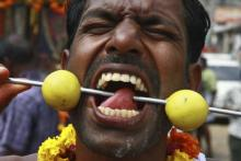"""""""სასტიკი ტკივილის ფესტივალი"""" - ინდონეზიაში. სუსტი გულის პატრონებმა არ ნახოთ! (+14)"""