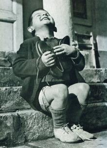 15 ყველაზე ძლიერი ფოტო, რომელიც ბავშვურ ემოციებს ასახავს
