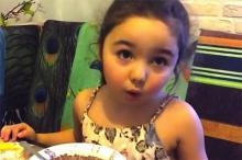 ოთხი წლის გოგონა,რომელიც ინტერნეტვარსკვლავი გახდა, რეალურად  დაპატიჟეს აფრიკაში