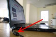 რისთვის არის ლეპტოპის დამტენზე ეს პატარა ცილინდრი - ეს ბევრმა არ იცის!