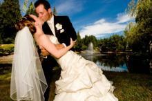 თეთრი კაბა, საქორწილო ტორტი და თაიგულის სროლა - საიდან იღებს სათავეს  საქორწილო  ტრადიციები?