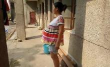 ქალი უკვე 17 თვეა ორსულადაა