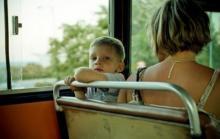 ბავშვი მიკროავტობუსში წიხლებს იქნევდა. გამვლელმა ბიჭმა დედამისს რაც გაუკეთა...