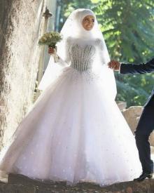 სიძემ საუდის არაბეთიდან ცოლზე უარი თქვა ქორწილში გადაღებული ფოტოების გამო