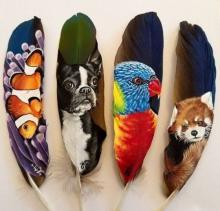 ფრინველის ფრთებზე შესრულებული ნახატები