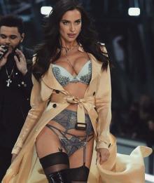 ორსული ირინა შეიკი Victoria's Secret-ის პოდიუმზე