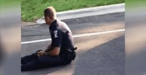 პოლიციელის ამ ფოტომ მსოფლიო შეძრა - დააკვირდით რატომ ზის მიწაზე!