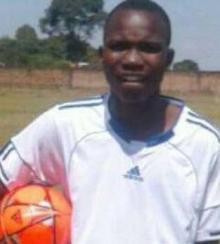 ტანზანიაში 19 წლის ფეხბურთელი მოედანზე გარდაიცვალა(ვიდეო)