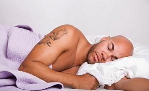 რატომ არის შიშველი ძილი სასარგებლო?