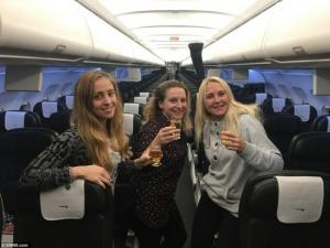 თავი იგრძნო დედოფლად ან სუპერვარსკვლავად-როგორ აღმოჩნდა სამი დაქალი ცარიელ თვითმფრინავში