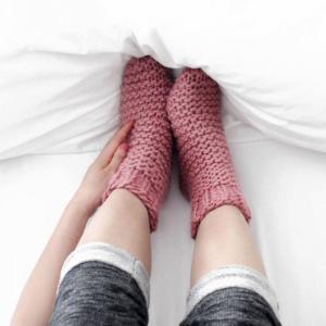 რატომ უნდა ჩაიცვათ ძილის დროს წინდები და როგორ მოქმედებს ის ორგანიზმზე