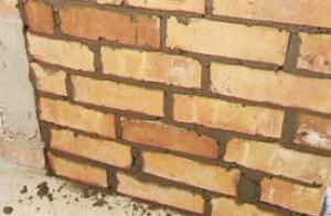გერმანელ მაცხოვრებელს დილით სახლის კარი აგურით ამოშენებული დახვდა