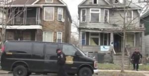 პოლიციამ მიტოვებულ სახლში 7 მცირეწლოვანი ბავშვი იპოვა, სახლში კი შოკისმომგვრელი რამ აღმოაჩინა!