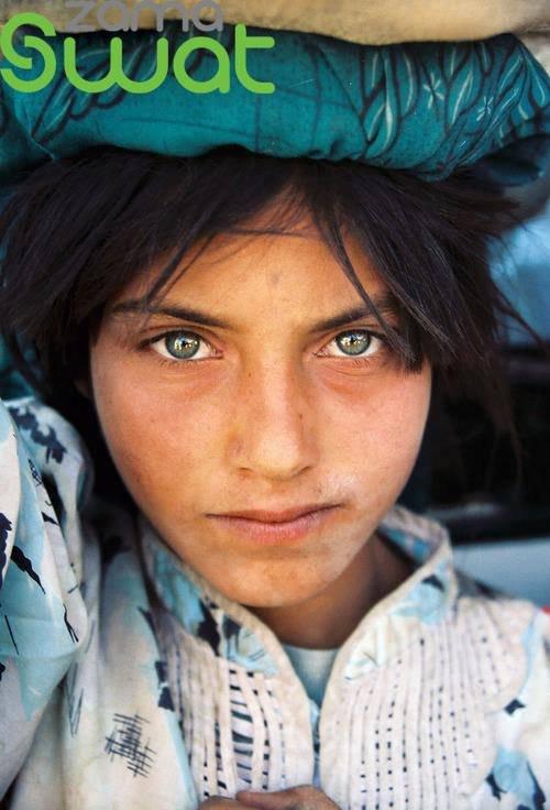 სევდიანი და ლამაზთვალება პაკისტანელი ბავშვები