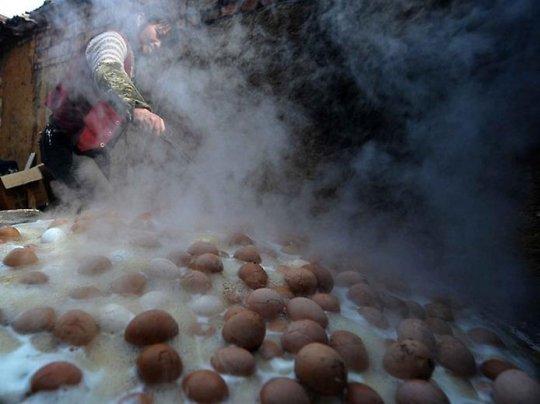 შარდში მოხარშული კვერცხები- კიდევ ერთი ამაზრზენი დელიკატესი