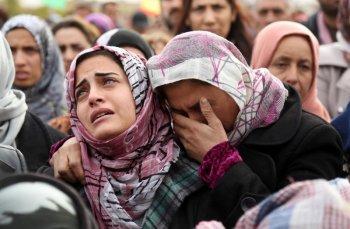 """""""სირიაში გარდაცვლილებს გლოვობენ"""" ფოტო გადაღებულია 2015 წლის 13 დეკემბერს"""