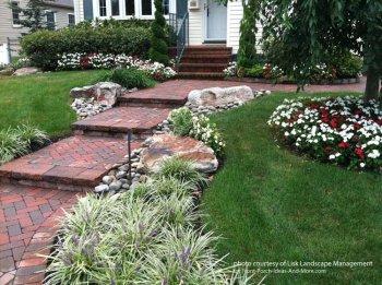 ბაღების და ეზოების ზღაპრული დიზაინი ქვის გამოყენებით 50