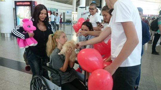 შორენა ბეგაშვილი და ევა ბარბაქაძე თბილისში დაბრუნდნენ-კადრები აეროპორტიდან(+ვიდეო).