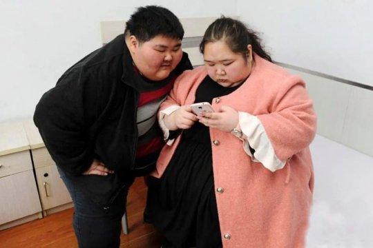 ჩინელების წყვილს, რომელიც 6 წლის წინ დაოჯახდა ჯერ სექსი არ ჰქონია მათი წონის გამო