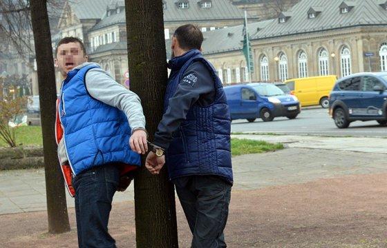 ქართველი ქურდები გერმანიში სახალხოდ ხეზე მიაბეს