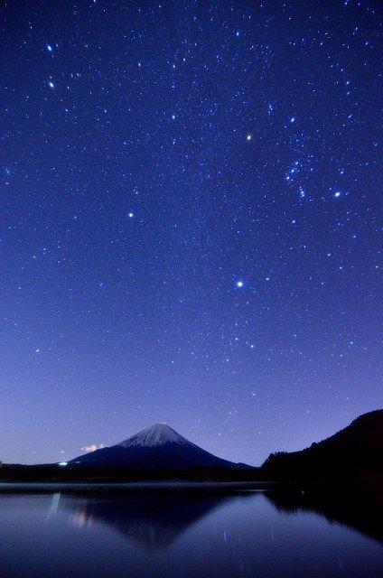 მთა ფუჯი ღამით