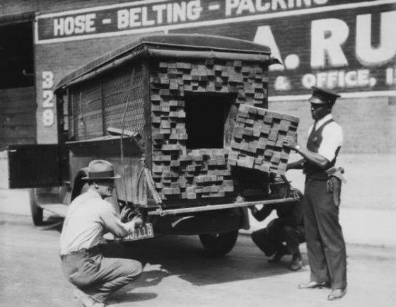 ასე გადაჰქონდათ ალკოჰოლი მშრალი კანონის დროს. ლოს-ანჯელესი. 1926 წელი.