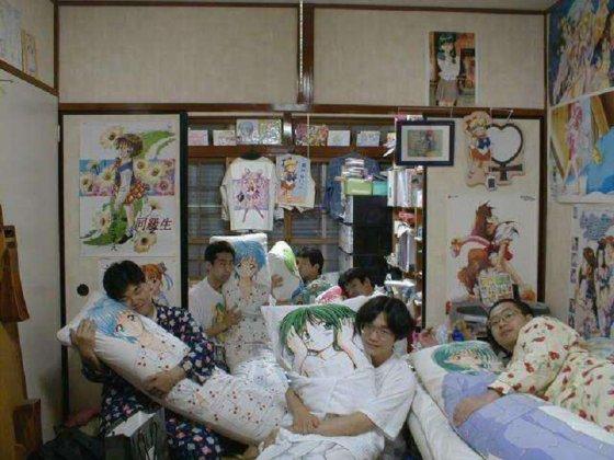 იაპონელი ბიჭები პიჟამოებში