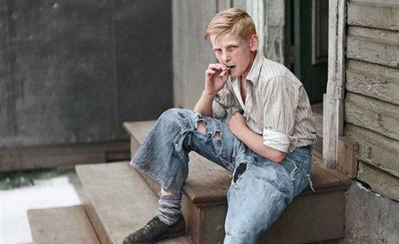 1938 წელი - ბალტიმორელი არასრულწლოვანი ბიჭი, სიგარეტით ხელში!