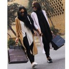 გლამურად ჩაცმული ირანელი გოგონები