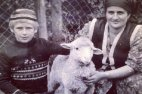 რამზან კადიროვი  დედასთან ერთად.1980 წელი