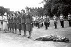 სამეფო არმიის კორპუსის საპატიო ყარაულში ქალმა გონება დაკარგა სიცხისგან  დედოფლის მოლოდინში