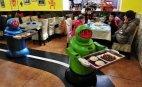 რესტორანი ჩინეთში, სადაც მიმტანებად რობოტები მუშაობენ