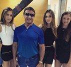 სილვესტერ სტალონე თავის ქალიშვილებთან ერთად