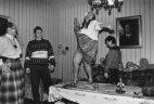 აკრძალული  ისტორიული  ფოტო: გალინა ბრეჟნევა-ლეონიდ  ბრეჟნევის შვილი  ცეკვავს  მაგიდაზე