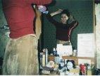 თინეიჯერი ქეთა თოფურია სარკის წინ