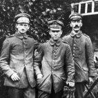 ადოლფ ჰიტლერი (მარჯვნივ)-1914 წელი