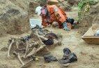 არქეოლოგიური გათხრები ბერილინის მახლობლად და ჯერკიდევ მთელი ''სს''-ს ჩაფხუტი.